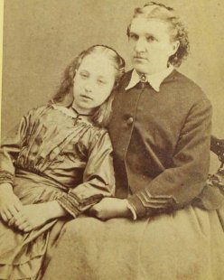 cool-post-mortem-photographs-mother-daughter