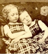 cool-post-mortem-photographs-sisters-creepy